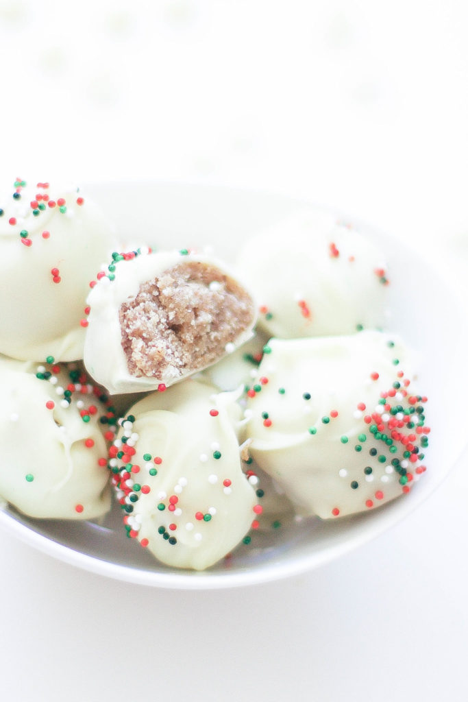 Vegan No Bake Christmas Almond Balls (Gluten-Free)